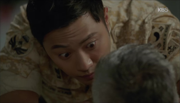 """""""Hậu Duệ Mặt Trời"""": Cặp đôi sóng gió Jin Goo - Kim Ji Won cuối cùng cũng được đoàn tụ! - Ảnh 11."""