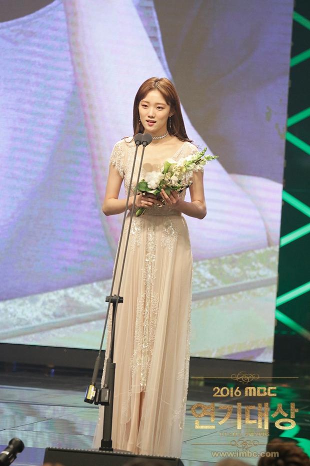 Chả phải Lee Jong Suk, đây mới là nhân vật gây bất ngờ nhất tại MBC Drama Awards! - Ảnh 10.