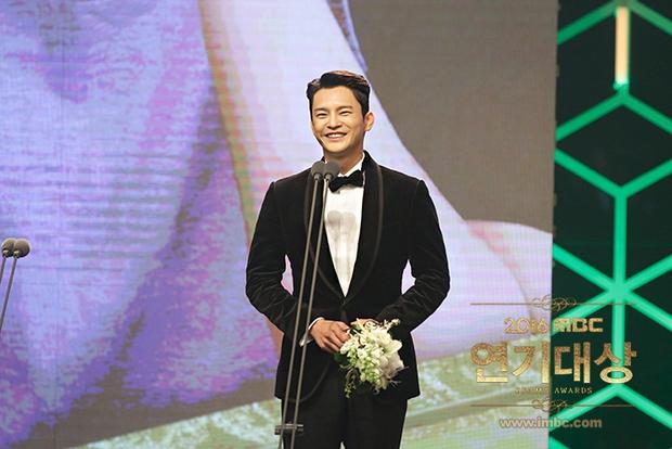 Chả phải Lee Jong Suk, đây mới là nhân vật gây bất ngờ nhất tại MBC Drama Awards! - Ảnh 11.