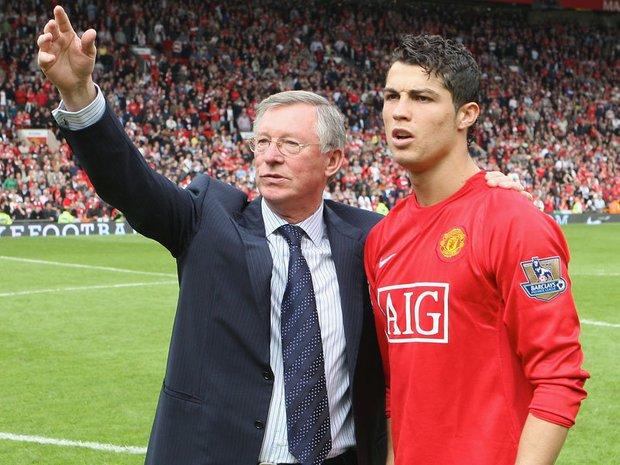 Sir Alex Ferguson từng muốn Ronaldo làm đồng đội của... Messi - Ảnh 1.