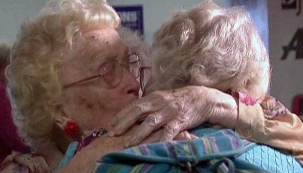 Người mẹ gặp lại con mình sau 82 năm xa cách - Ảnh 1.