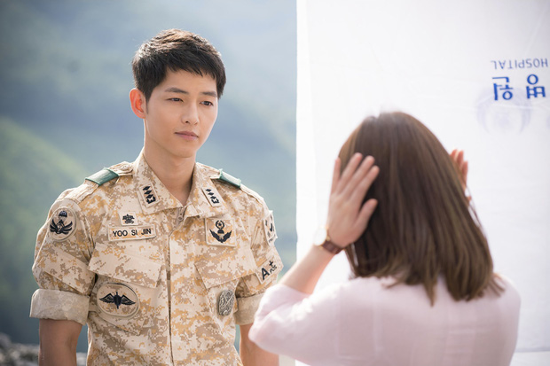 Mấu chốt phong cách giúp Song Joong Ki lột xác thành chàng quân nhân hớp hồn fan nữ - Ảnh 2.