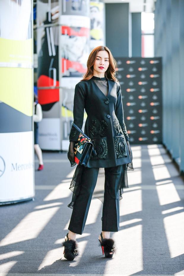 Hà Hồ diện cây đen đến ủng hộ Công Trí tại Tokyo Fashion Week - Ảnh 2.