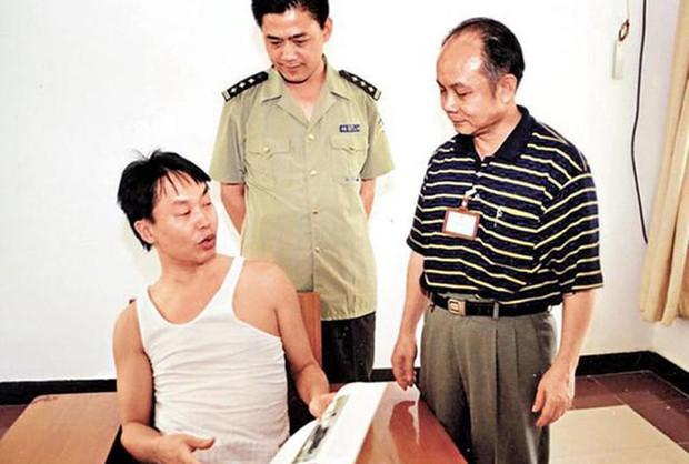 Cuộc đối thoại kinh điển giữa tỷ phú giàu có hàng đầu châu Á Lý Gia Thành và kẻ bắt cóc con trai mình - Ảnh 5.