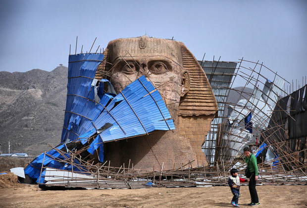Dưới sức ép của người Ai Cập, Trung Quốc bị buộc tháo dỡ tượng nhân sư nhái khổng lồ - Ảnh 1.