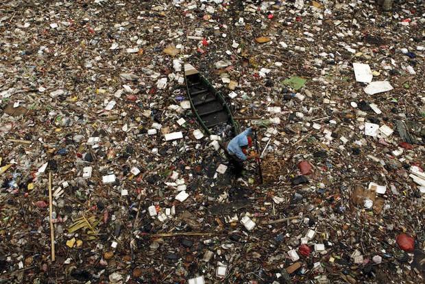 Loạt ảnh chấn động cho thấy đại dương đang trở thành hố rác khổng lồ của nhân loại - Ảnh 1.