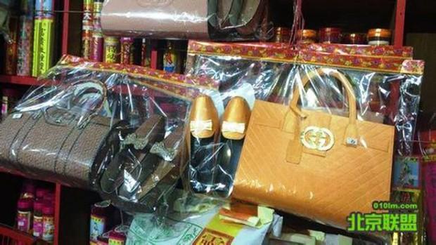 Trung Quốc: Gucci sờ gáy các cơ sở sản xuất đồ hàng mã mang logo thương hiệu của mình - Ảnh 1.