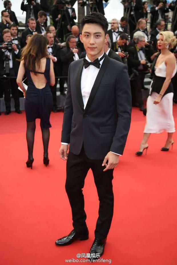 Thảm đỏ LHP Cannes ngày thứ 2: Hoàng Cảnh Du cuối cùng cũng xuất hiện rồi! - Ảnh 2.