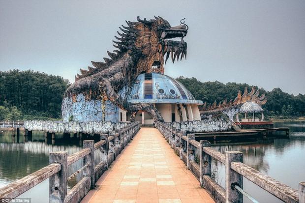 Thêm những hình ảnh rùng rợn của công viên nước bỏ hoang tại Việt Nam lên báo nước ngoài - Ảnh 1.