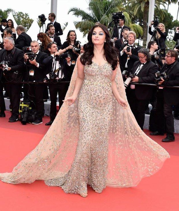 Hoa hậu đẹp nhất mọi thời đại giờ lại béo thế này trên thảm đỏ LHP Cannes - Ảnh 1.