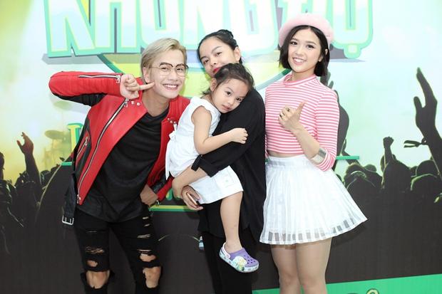 Bạn gái xinh đẹp hộ tống Phan Mạnh Quỳnh đi diễn, Sơn Tùng M-TP diện cây trắng cực chất - Ảnh 28.
