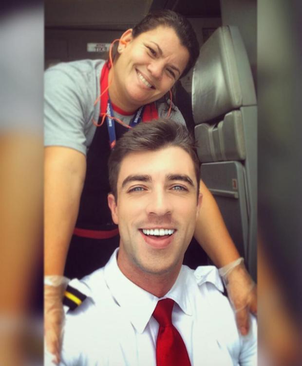 Anh chàng phi công siêu đẹp trai với body 6 múi đang làm dậy sóng Instagram  - Ảnh 6.