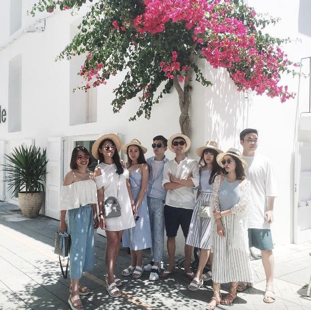 Xu hướng mới của bạn trẻ Việt Nam: Đi du lịch nhóm, mặc đồ cùng tông rồi diễn như tạp chí! - Ảnh 1.