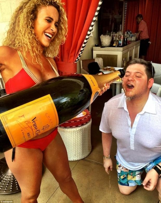 Con gái Donald Trump và hội con nhà giàu Mỹ vui chơi hết mình trong những bữa tiệc mùa hè xa hoa - Ảnh 6.