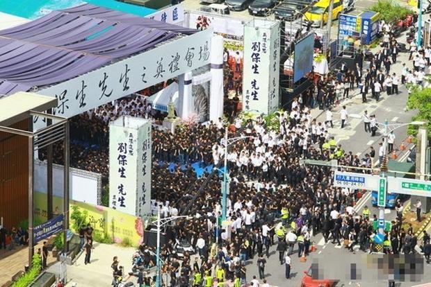 Đại ca xã hội đen khét tiếng Đài Loan bị bắn chết, 3.000 người nối đuôi nhau đến đưa tang - Ảnh 1.