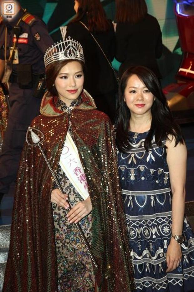 Chưa kịp gây tiếng vang, Hoa hậu Hong Kong 2016 đã bị lu mờ trước vẻ trẻ đẹp của mẹ mình - Ảnh 4.