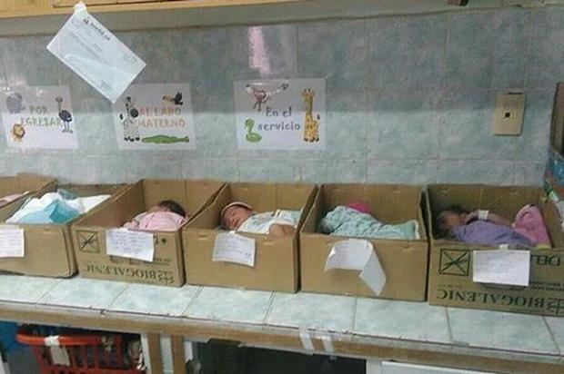Khủng hoảng kinh tế Venezuela: Trẻ sơ sinh bị đặt trong hộp giấy ở bệnh viện - Ảnh 1.
