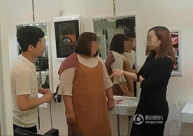 Chỉ vì tranh chỗ ngồi trong tiệm làm tóc, mỹ nữ sẵn sàng vung 6,7 tỷ để mua cả cửa hiệu - Ảnh 1.