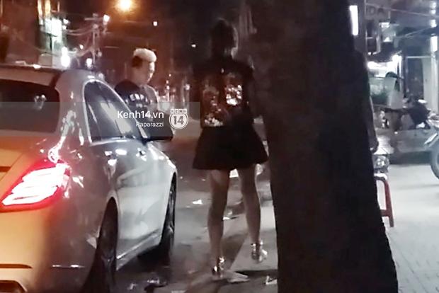 Bắt gặp Trấn Thành lái xe đưa Hari Won đi ăn lúc nửa đêm - Ảnh 1.