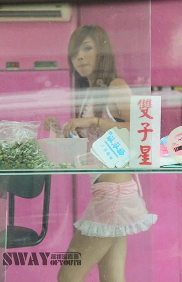 Cuộc sống ít người biết của những nàng Tây Thi bán trầu nóng bỏng trên đường phố Đài Loan - Ảnh 1.