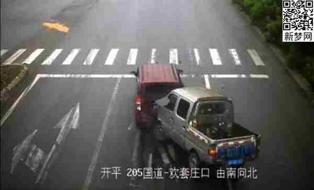 Không thắt dây an toàn khi lái xe, tài xế mắc kẹt đầu vào kính chắn gió lúc gặp tai nạn - Ảnh 2.