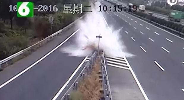 Nữ tài xế 9X gây tai nạn kinh hoàng vì nghe theo chỉ dẫn của máy định vị GPS - Ảnh 2.
