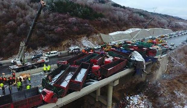 56 ôtô đâm liên hoàn ở Trung Quốc, 17 người chết - Ảnh 5.