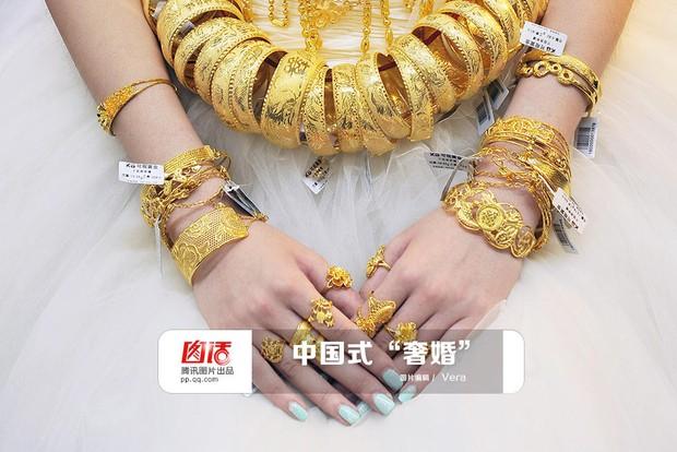 Những đám cưới toàn vàng ròng ở Trung Quốc luôn khiến người ta phải choáng ngợp - Ảnh 1.