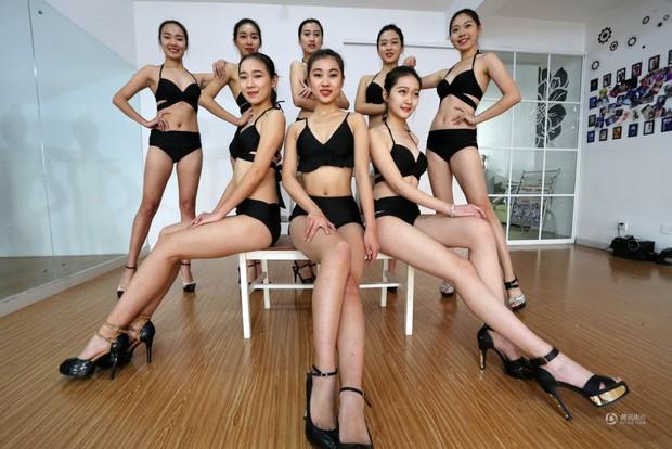 Những cô gái chân dài tất bật chuẩn bị cho kỳ thi tuyển sinh vào các trường nghệ thuật - Ảnh 2.