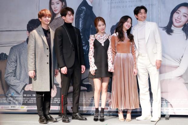 """Goblin """"hạ bệ"""" Hậu Duệ Mặt Trời, Huyền Thoại Biển Xanh để trở thành hiện tượng phim Hàn năm 2016 - Ảnh 1."""
