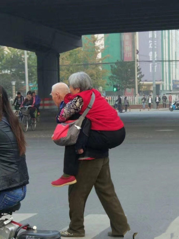 Trung Quốc: Những chuyện tình cảm động nhất năm 2016 khiến bạn chỉ muốn cứ mãi yêu thôi, đừng hối tiếc - Ảnh 1.