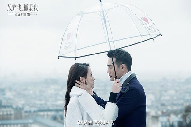 Sau Dương – Sảng, Trần Kiều Ân thân mật cùng Vương Khải dưới mưa - Ảnh 3.