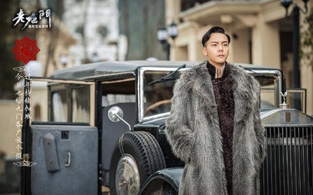 Triệu Lệ Dĩnh, Trần Vỹ Đình đồng loạt khoác áo lông sang trọng trong Lão Cửu Môn - Ảnh 4.