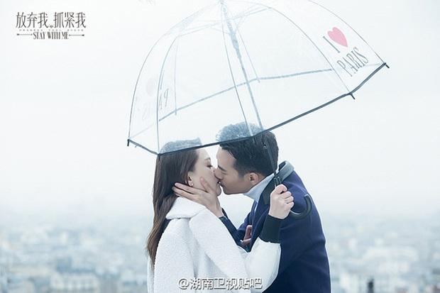 Sau Dương – Sảng, Trần Kiều Ân thân mật cùng Vương Khải dưới mưa - Ảnh 5.