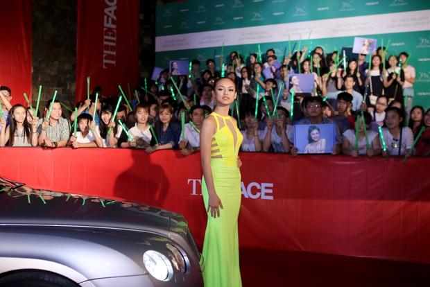 The Face: Mai Ngô bật khóc vì áp lực, Phạm Hương chỉ còn lại Khánh Ngân - Ảnh 13.