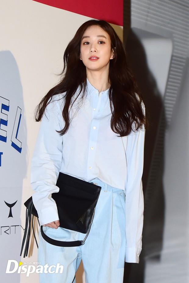 HyunA diện đồ trễ nải, người đẹp dao kéo Hong Soo Ah nổi bật tại Tuần lễ thời trang Seoul - Ảnh 15.
