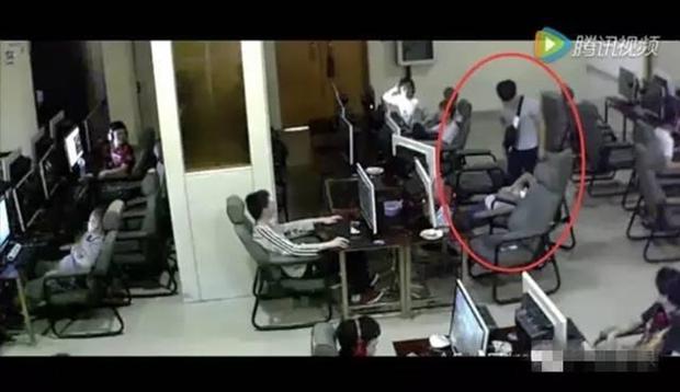 Chàng trai trẻ bị điện giật chết vì vừa sạc pin vừa chơi điện thoại trong quán net - Ảnh 5.