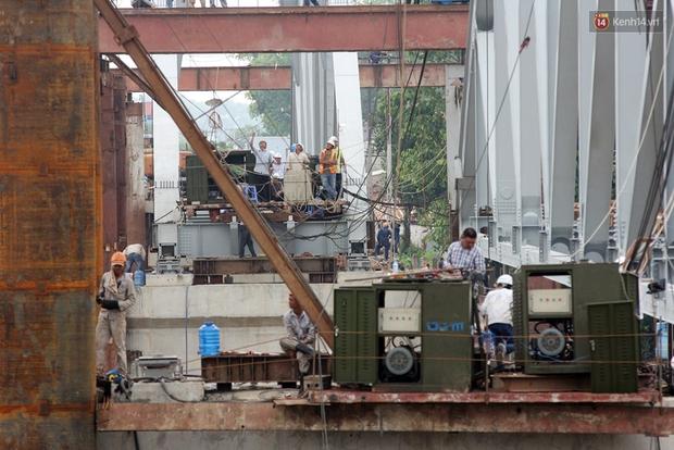 Cầu Ghềnh sắp nối nhịp đôi bờ, đường sắt Bắc Nam chuẩn bị thông tuyến - Ảnh 10.