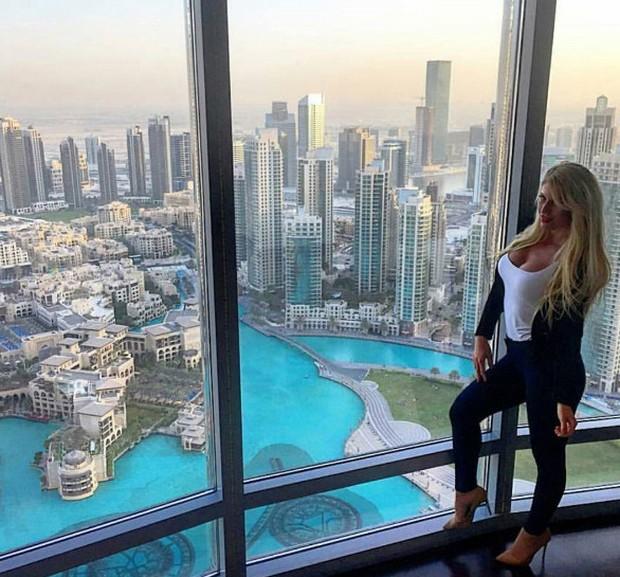 Hãy xem cách mà hội con nhà giàu Dubai nhảy múa trên đống tiền - Ảnh 2.