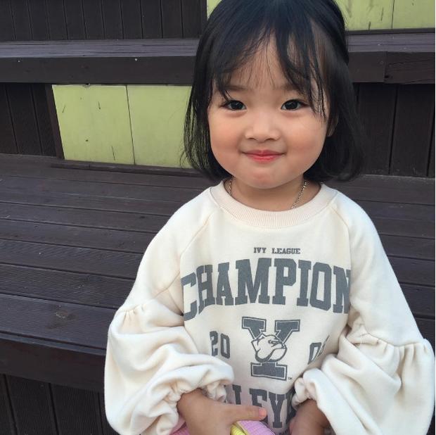 Cô nhóc Hàn Quốc đáng yêu tới nỗi xem ảnh mà chỉ muốn lao ngay vào... cắn má - Ảnh 1.