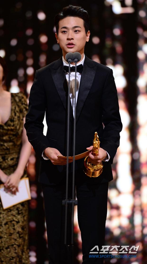 """Phim kinh dị """"The Wailing"""" đánh chiếm Rồng Xanh 2016, Lee Byung Hun lên ngôi Ảnh đế - Ảnh 11."""