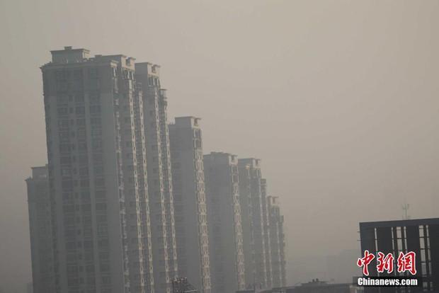 Trung Quốc: Ô nhiễm không khí tới nỗi học sinh ngồi thi ngoài sân trường khỏi cần giám thị - Ảnh 5.