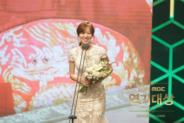 Chả phải Lee Jong Suk, đây mới là nhân vật gây bất ngờ nhất tại MBC Drama Awards! - Ảnh 12.