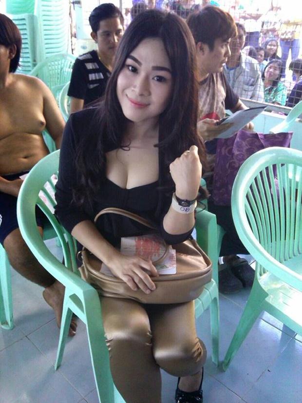 Những bóng hồng chuyển giới trong ngày xét tuyển nghĩa vụ quân sự tại Thái Lan - Ảnh 16.