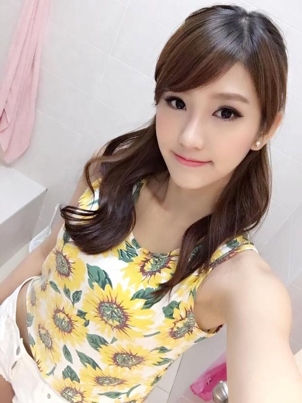 Loạt ảnh du lịch Sài Gòn của hot girl Malaysia khiến fan Việt thích thú - Ảnh 8.