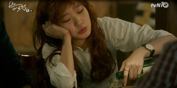 """""""Cheese In The Trap"""": Bấn loạn trước nụ hôn """"hụt"""" trên giường của Park Hae Jin - Ảnh 12."""
