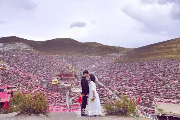 Cặp đôi trẻ cùng xin nghỉ việc để có thời gian đi chụp ảnh cưới vòng quanh Trung Quốc - Ảnh 2.