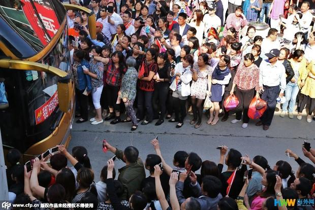 Hàng chục ngàn phụ huynh Trung Quốc tiễn con lên đường đi thi Đại học - Ảnh 12.