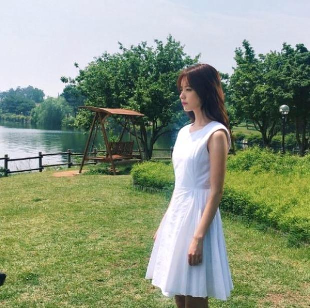 Lee Jong Suk siêu giàu, siêu ngầu - Han Hyo Joo hóa bác sĩ xinh tươi trong phim mới - Ảnh 12.