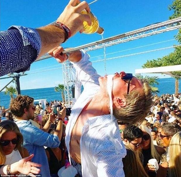 Con gái Donald Trump và hội con nhà giàu Mỹ vui chơi hết mình trong những bữa tiệc mùa hè xa hoa - Ảnh 5.